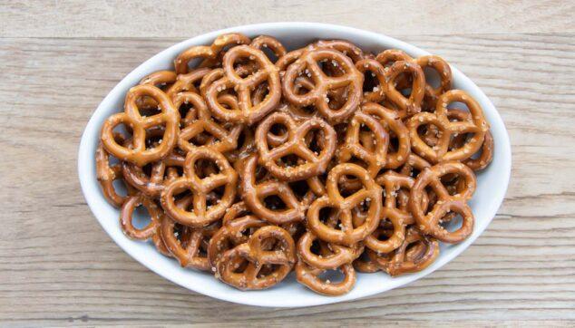 a bowl of mini pretzels
