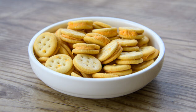 cheese sandwich crackers in a bowl