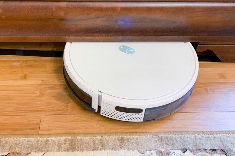 yeedi robot vacuum stuck under furniture